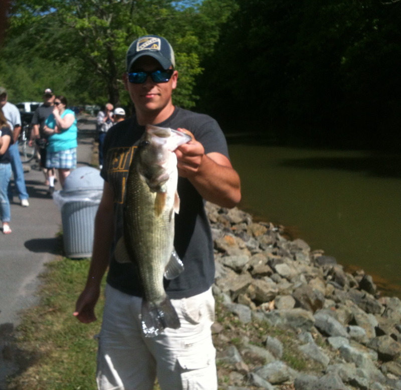 Burnsville lake wv fishing reports map hot spots for Wv fishing report