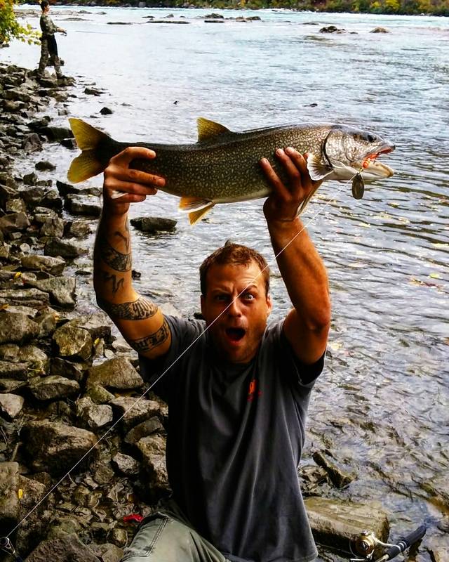 Caught a lake trout on lower niagara river using a mepps for Lower niagara river fishing report